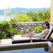【天空のプライベートスパ】とろとろの泉質が自慢の潮崎温泉をお愉しみ頂ける貸切露天風呂