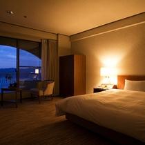 【鳴門海峡の見えるダブルルーム(34㎡)】鳴門海峡をご覧いただけるゆとりのある34㎡