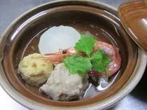 冬のこの季節は、暖かい自家製おでんの前菜となります。