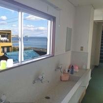 海が見える洗面場所