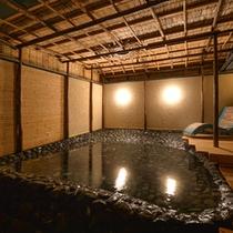 夜の貸切露天ね湯【さざれの湯】歴史ある名湯をかけ流しにてお愉しみ頂けます。