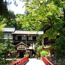 慶雲の橋と本館