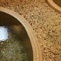 ≪家族風呂:山荘の湯≫誰にも気兼ねすることなく、のんびりとくつろげます。(無料)