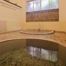 【掛け流しの貸切風呂・山荘の湯】ご自由にお使いいただけます(2室完備)