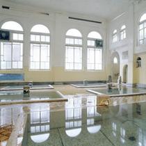 昭和4年建造・国の登録文化財【元禄の湯】を始め家族風呂など完全かけ流しの4種のお風呂が入り放題です