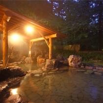 四季を映す「杜の湯の露天風呂」