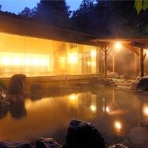 5F「杜の湯」露天風呂は男女、1箇所づつ完備しております