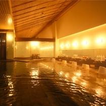 【大浴場:杜の湯】露天風呂と内湯の広々とした空間でおくつろぎ下さいませ。