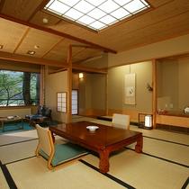 【佳松亭・標準客室】のんびりとお寛ぎいただくのに十分な広さの12.5畳和室