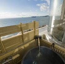 [露天風呂付客室] 海をのぞむ露天風呂