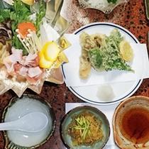 *夕食一例/お鍋にはお野菜をたっぷり使用♪たくさん食べて明日も元気に過ごしましょう!