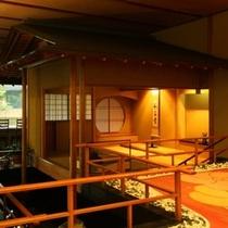 【ロビー】落ち着いた雰囲気を醸し出す茶室は、当館のこだわりを体現した自慢のスペースです。