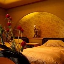 【風雅亭 貴賓室】最上階角部屋で贅沢な造りとなっています。専用ベッドで贅沢な時間をお過ごし下さい。