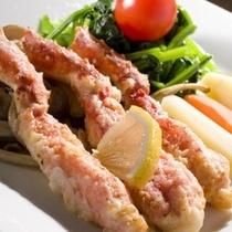 【別注料理一例】カニ天麩羅は衣の中で蒸し上げ素材の味を引き出すため、素材の味わいを楽しめます。