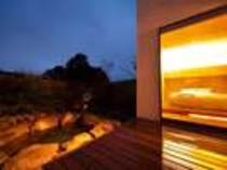 昼と夜 趣の異なる岩露天/例