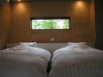 シモンズ製のダブルサイズベッド