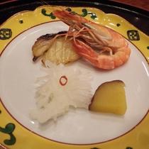 *【夕食一例】近隣の豊かな山の幸をはじめ、北海道の大地が育んだ新鮮な素材を使っています。