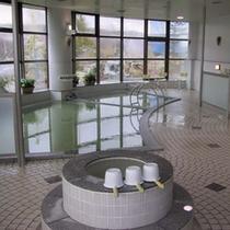 *【風呂】季節の自然の表情を、ゆったりお湯につかりながらお楽しみいただける剣淵温泉。