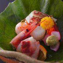 【特別室専用献立一例】 その日に市場から仕入れた地の魚をご賞味頂けます。