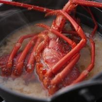 【伊勢海老の味噌汁】 伊勢海老付きのコースは朝食時にイセ味噌汁が付きます。