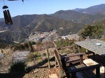 テラス席から、山々を眺めながら。