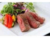 メインお肉料理一例。