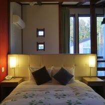 【客室/103】2階の寝室には上質なやすらぎを与えてくれる西川ブランドのワイドクイーンダブルベッド