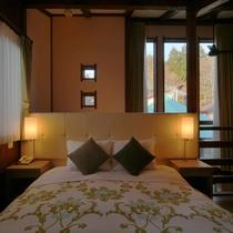 【客室/104】2階の寝室には上質なやすらぎを与えてくれる西川ブランドのワイドクイーンダブルベッド