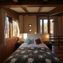 【客室/105】2階の寝室には上質なやすらぎを与えてくれる西川ブランドのワイドクイーンダブルベッド