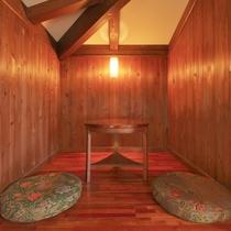 【客室/101】木と漆喰の壁が温かみを演出します♪
