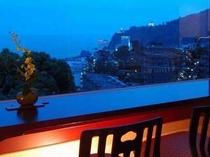 お部屋に帰って熱海の夜景を存分に楽しむのも醍醐味の1つです。
