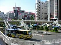 駅前バスターミナルから市内各処へ。