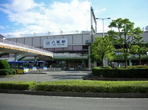 近鉄八尾駅へは準急電車が便利。