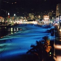 夜のサンビーチのライトアップ