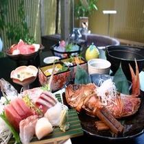 彩り鮮やかなお食事は見て鮮やか、食べて美味