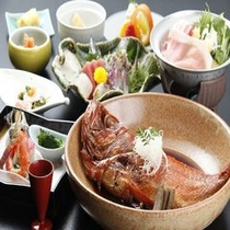 食事メインは近海でとれた金目鯛の煮付け