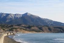 海から見たアポイ岳
