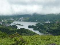 初夏の車山高原より白樺湖を望む