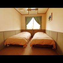 【ツイン】清潔感のあるお部屋でゆっくりお休みください