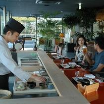 【水上に浮かぶレストラン】厳選された新鮮素材を一流シェフがお客様の好みにあわせて調理いたします