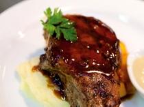 【料理一例】和牛のメインディッシュ