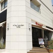 ホテル1階にはピッツァ・サルバトーレがございます!