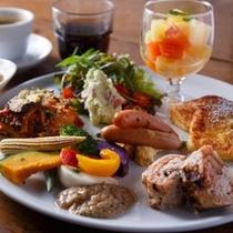 『バイキングスタイル』の朝食/会場は、ホテル1階サルヴァトーレ・クオモ