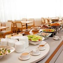 <朝食バイキング>当館人気の朝食は和食・洋食両方楽しめるバイキング♪