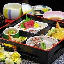 ◆松花堂弁当◆盛付けにもこだわり!当館自慢の和食をお手軽に食べやすく♪
