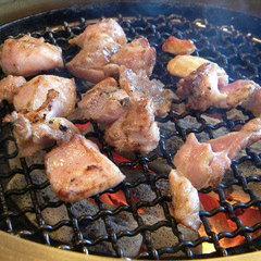 一度食べたら忘れられない!当館名物『地鶏炭火焼』★口の中いっぱいに広がる濃厚な甘みと柔らかさに舌鼓