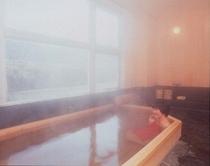 川沿いにある温泉浴場