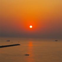 デッキから朝日を眺める…