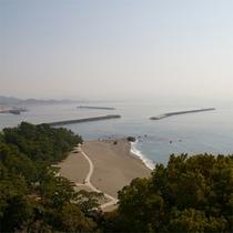 デッキから桂浜を望む