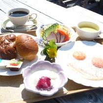 選べる朝食(写真は洋食)